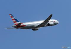 「青空」 American 777-200 N777AN 離陸 します