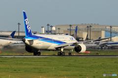 「晴れ」 ANA 787-9 JA877A 飛ぶ