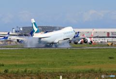 「良い天気」 Cathay 747-8 到着