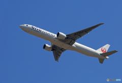 「良い空~」 JAL one world 777-346  出発です