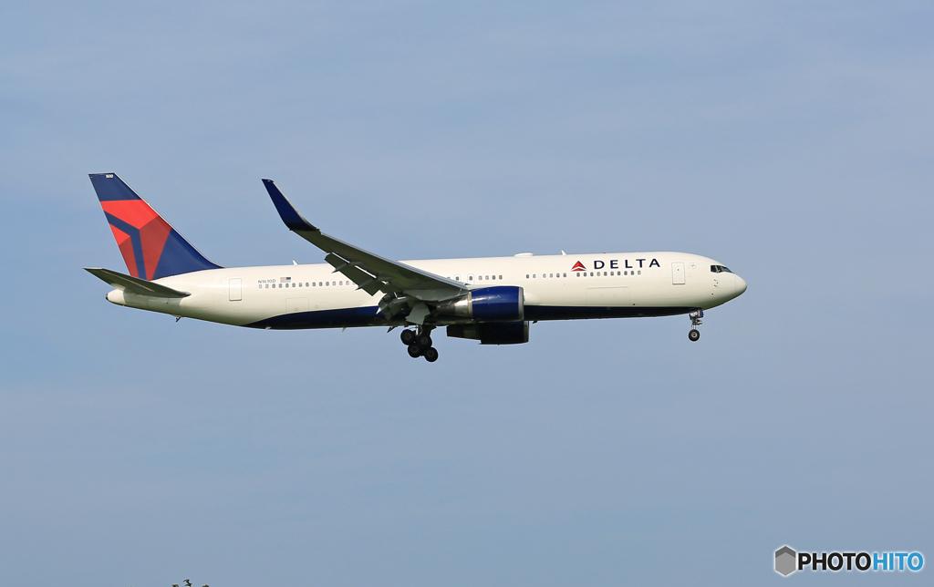 「晴れ」 Delta 767-332 N1610D 着陸