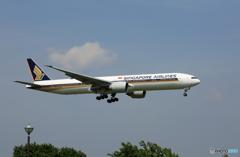 「青空」 Singapore 777-312 9V-SWW Landing
