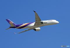 「青空」 THAI A350-941 HS-THC 離陸 します