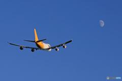 「晴れ」 Polar 747-400 N454PA 月に飛ぶ