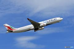 「晴れ」 SriLankan A330-343 4R-ALP離陸