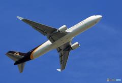 「青い空」が一番 UPS 767-34AF N358UP離陸