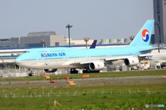 「すかい」 KOREAN 747-8 HL7633 離陸します