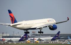 「すかい」 DELTA A350-941 N503DN 着陸します