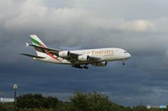 「SKY」 EMIRATES A380-861 Landing