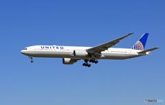 「はれ」 United 777-322 N2140U 着陸します