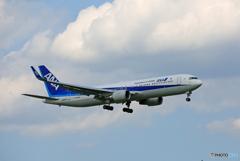 「良い天気」 ANA 767  JA620A 到着