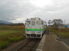 札比内駅にて