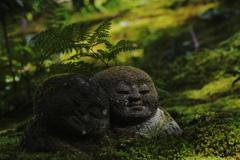 苔むす庭のお地蔵さん
