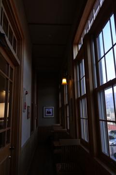 しなの鉄道 軽井沢駅旧駅舎 廊下の灯り