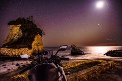 冬の海と星空