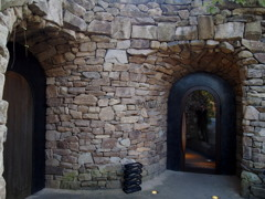 石造り お店の構えは 異国風