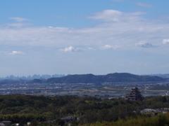 秋日和 大阪街並み 遠く青