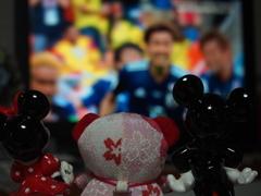 人形もサッカー応援出足良し