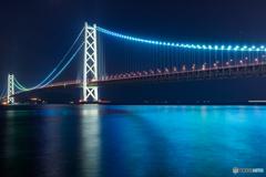 スカイブルーに輝く明石海峡大橋