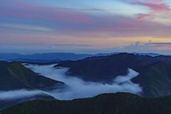溢れそうな雲海と朝焼