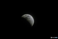 皆既月食の始まり。