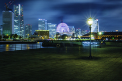 横浜みなとみらい象の鼻防波堤夜景2赤レンガコスモワールド方面