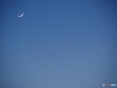 月の輪郭まで見えます…