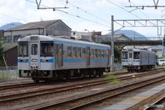 多度津駅にて1000形気動車