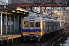 滝谷駅にて南海6300系