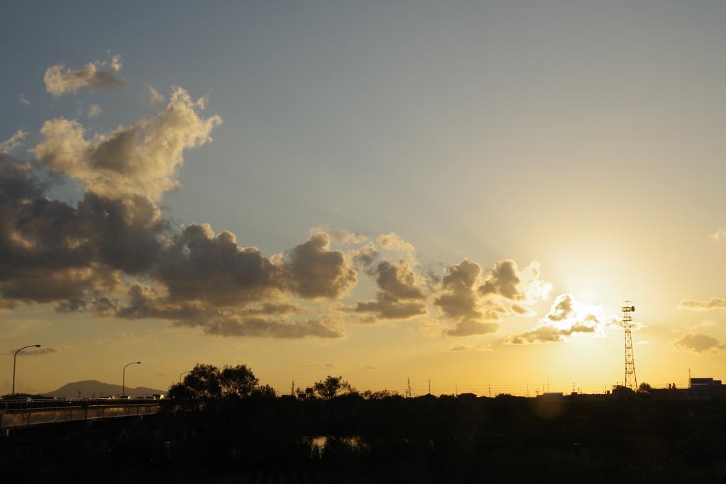 太陽と鉄塔