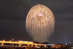多摩都市モノレールと花火