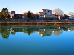 鏡になったタナロ川