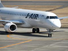 日本航空ERJ190