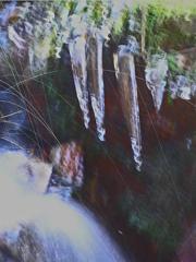 涼感をどうぞ 流れと飛沫と氷柱と
