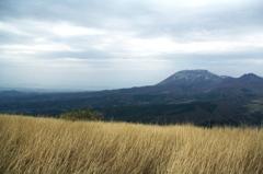 三平山から望む弓ケ浜と大山