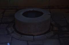 温泉地の井戸