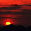 絞ったばかりの夕日の赤