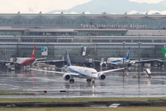 Haneda Airport  JA893A