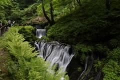 軽井沢白糸の滝の前の滝