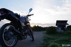 夕焼けとバイク
