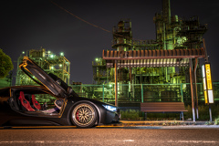 BMW i8 と工場夜景