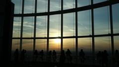 展望台からの夕陽と富士山