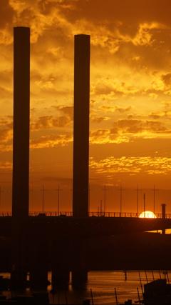 橋の夕焼け