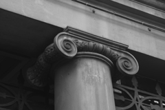 柱のモニュメント