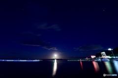 熱海湾の月の道
