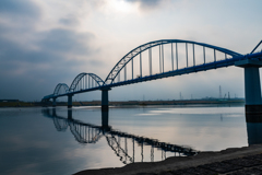 早朝の江戸川の鉄橋