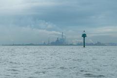 ボートから工業団地を見た時の風景をパシャリ!