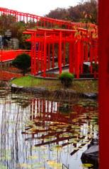 日本庭園に千本鳥居