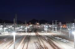 夜明け前の多度津駅