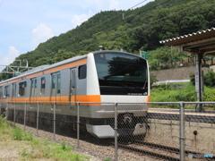藤野駅を出発する中央線